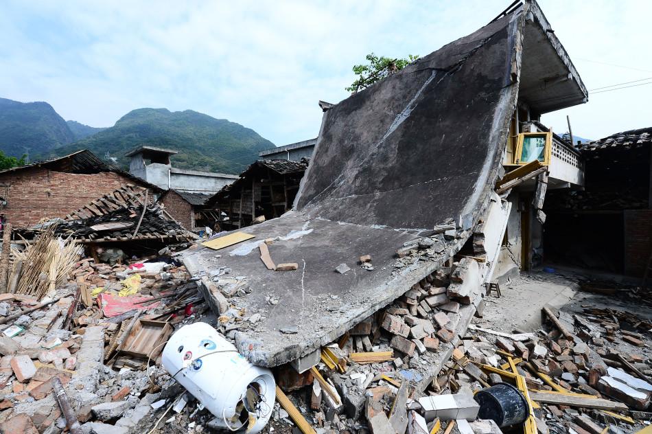 芦山地震图片特刊:生命逝去的瞬间
