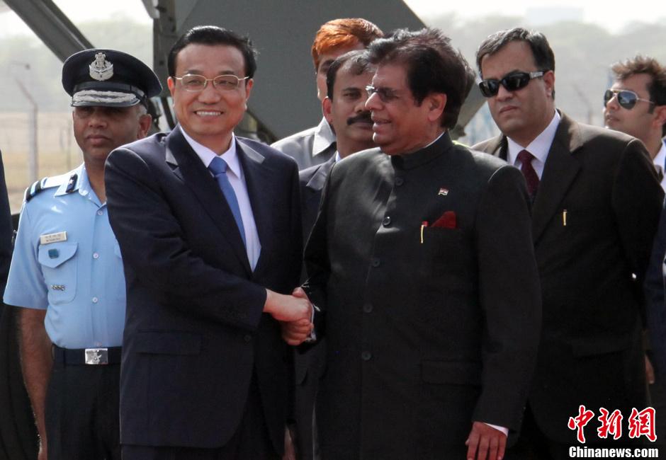 李克强抵达新德里开始访问印度