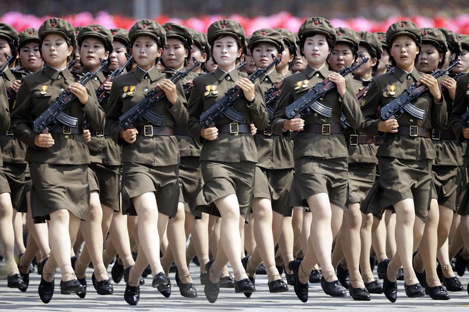 朝鲜举行阅兵纪念停战60周年