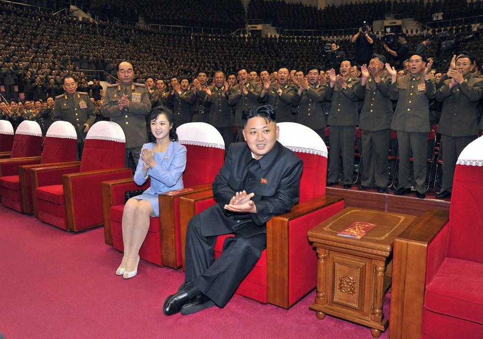 观看_金正恩夫妇观看牡丹峰乐团演出