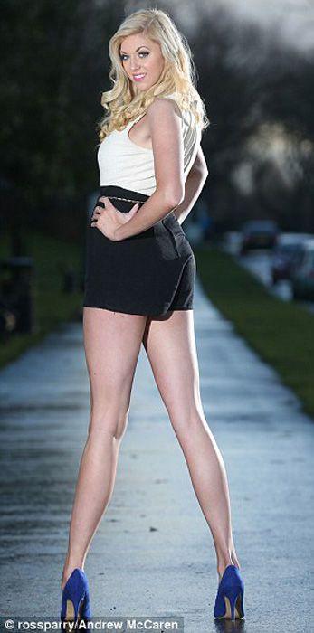 英国女子腿长1.2米成世界之最