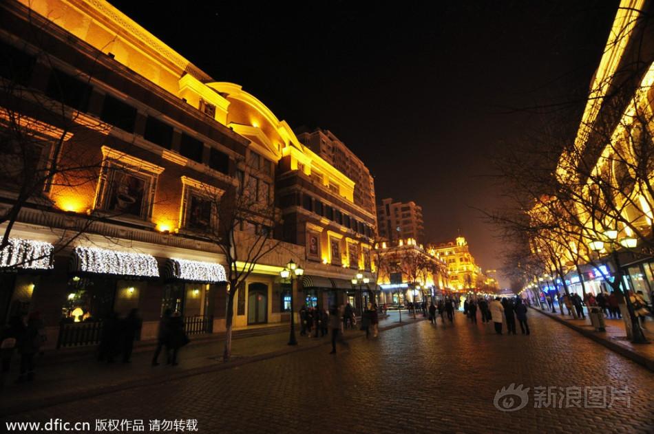 2014年1月14日,临近农历马年春节,拥有百年历史的中央大街节日...图片 214478 950x631