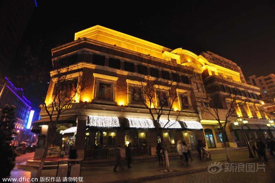 2014年1月14日,临近农历马年春节,拥有百年历史的中央大街节日...图片 197580 950x635