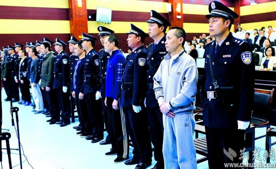 公安侦破刘汉刘维特大涉黑犯罪集团纪实 -- 佛