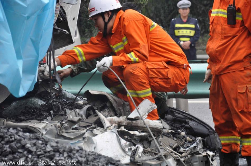 贵遵高速发生连环相撞事故 4人死亡