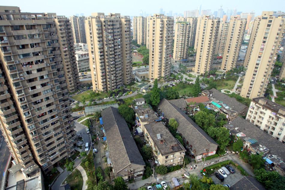 """""""望江新园一园"""",是安置房小区,共16幢22层左右的高楼,这些楼"""