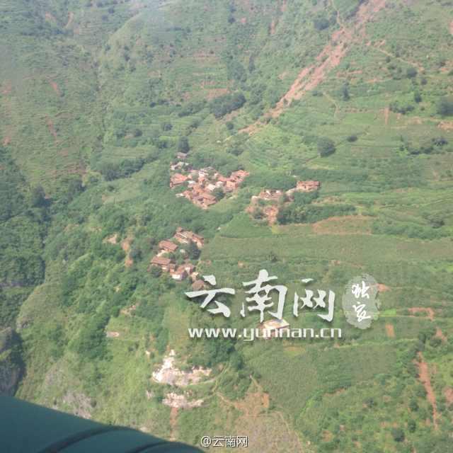 航拍鲁甸地震灾区的灾情图片