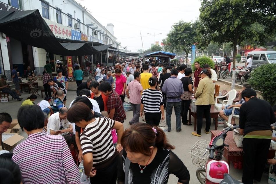 年8月16日,山东泰安宁阳泗店镇的蟋蟀市场,吸引了自全国各地的