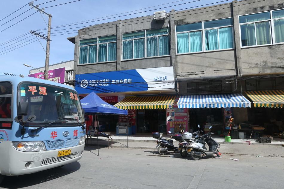 当年念斌开的小店与被害人住房仅一墙之隔,图为现在的小店已经改换