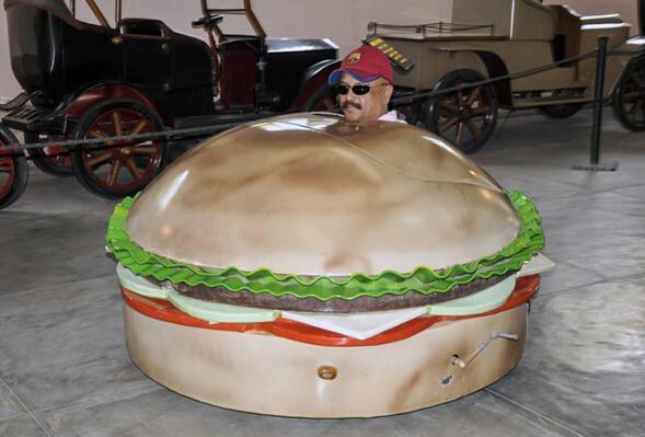 印度奇葩汽车达人自制200多辆搞怪汽车