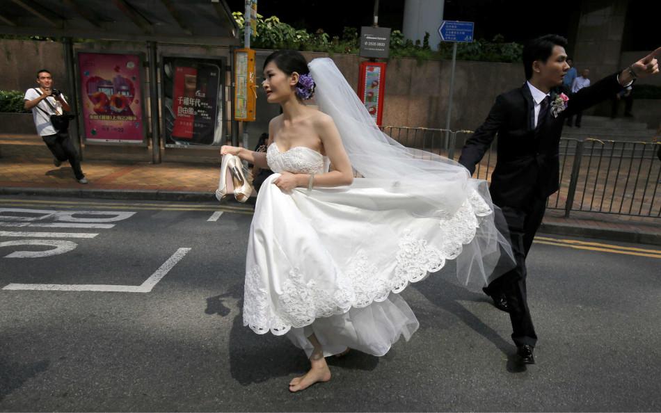 婚纱被脱_婚纱情侣头像