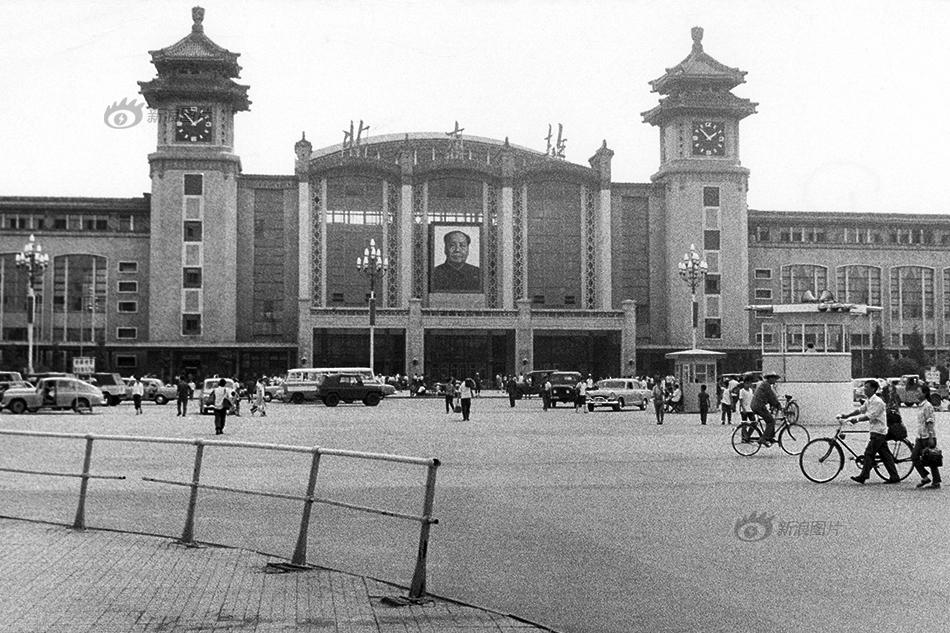 北京站 一座火车站的50年