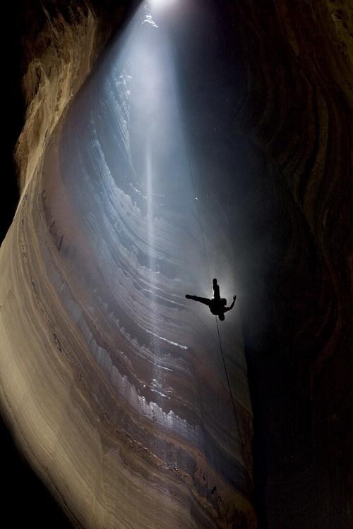 攀岩者探险美国最深山洞 拍惊人美景(高清图)