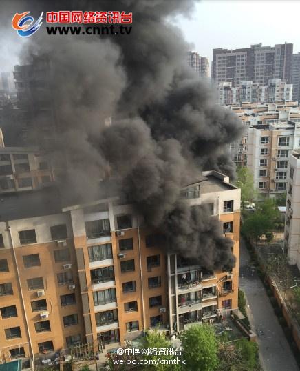 沈阳居民楼煤气爆炸 一对母子遇难