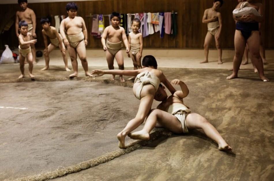 日本相扑俱乐部的孩子们