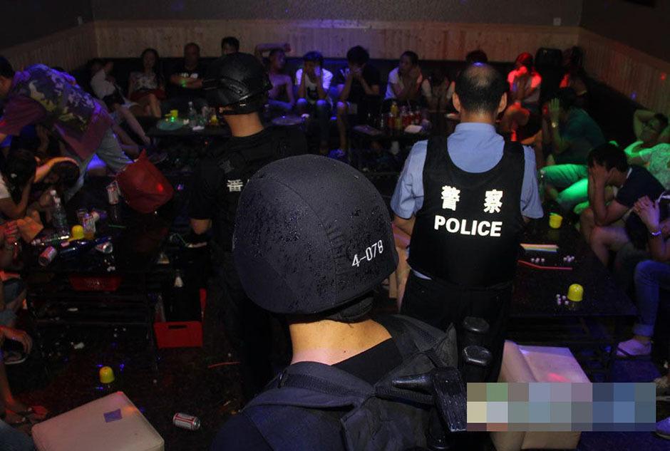广州八百警力抓捕黑帮 摧毁吸毒
