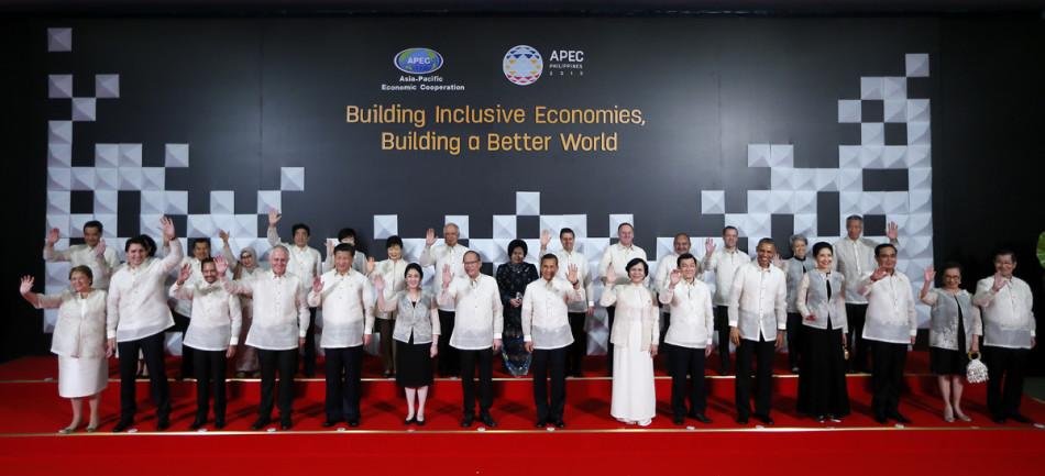 APEC领导人身穿菲律宾国服合影图片