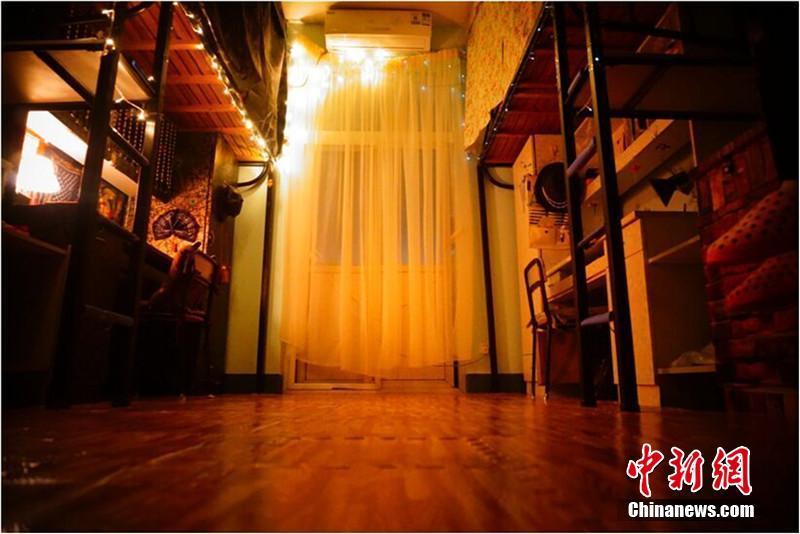 """12月4日消息,""""欧式复古风""""的墙面、灯光朦胧下的轻纱帷幔高清图片"""