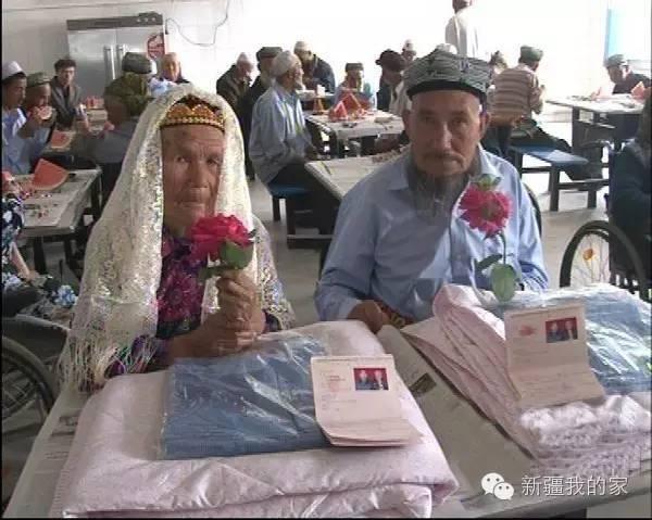 У Китаї руки 114-річної нареченої чоловік добивався рік  - фото 1