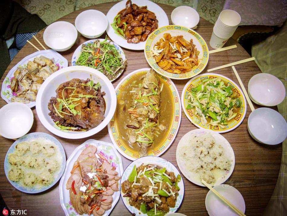 年夜饭里的中国地图