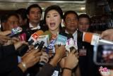 泰国前总理英拉双手合十出席弹劾听证