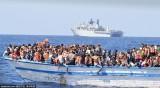 英军发现超载移民船