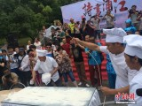 浙江现300米长面条 可供百人同吃