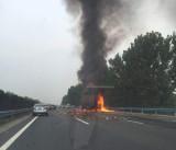 京港澳高速郑州段3车相撞 载酒货车起火