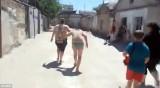 俄罗斯村妇当街暴打小三