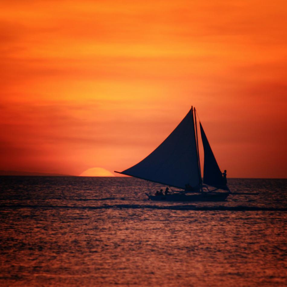 长滩岛是菲律宾中部一岛屿,面积10.32平方公里,人口12,003人(
