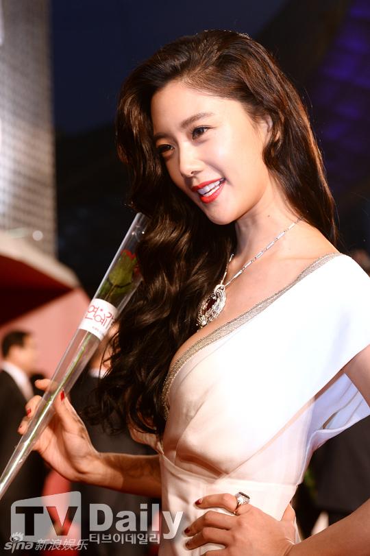 2日17时,第19届釜山电影节在韩国釜山开幕.汤唯、刘诗诗、阮经图片