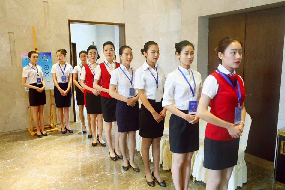 空姐培训_最终,通过面试的人员将在体检和政审后,统一安排接受培训.