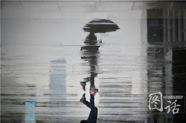 春天的抽象画-成都春日剪影 雨后街头宛若抽象画