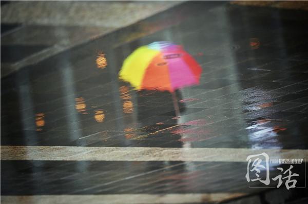 春天的抽象画作品-成都春日剪影 雨后街头宛若抽象画