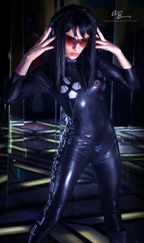 美女扮作PS3主机 私密处提示插入光盘 游戏频