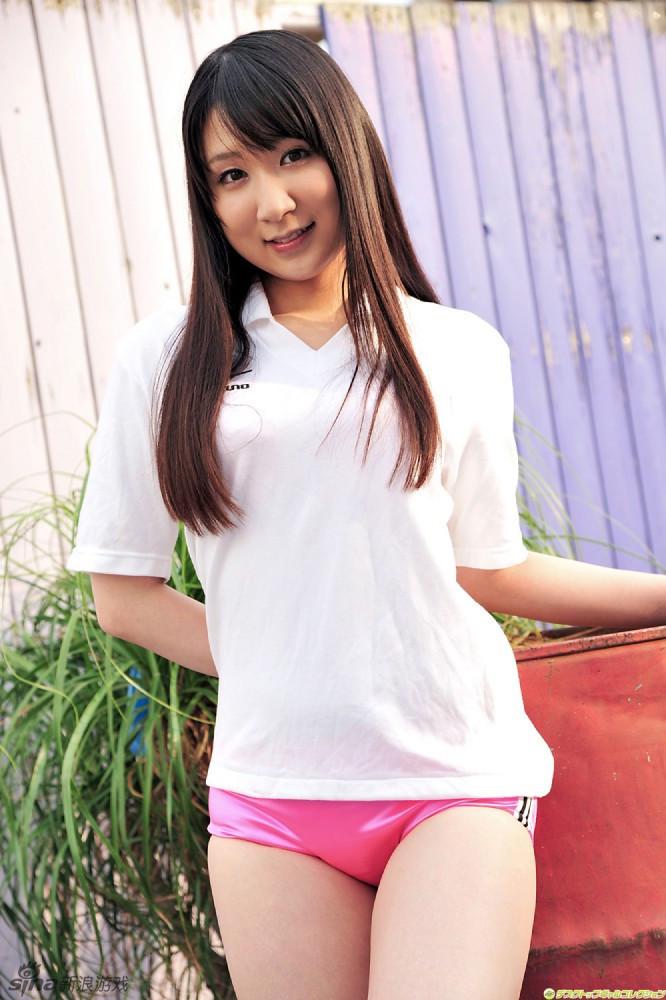 日本美丽小女生运动衣秀可爱 可爱的诱惑依然