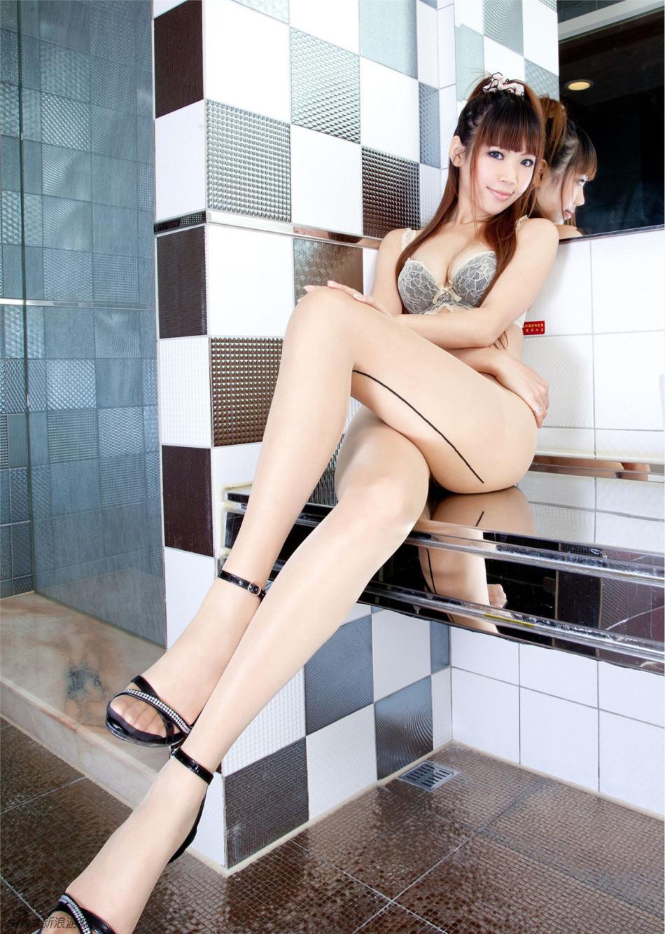品性感丝袜美女腿模Evenni图片