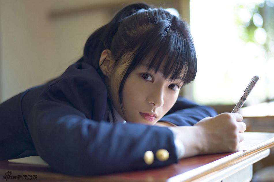 星名美津纪「美少女の制服の中」写真套图 游