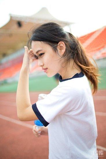 清纯少女操场运动写真