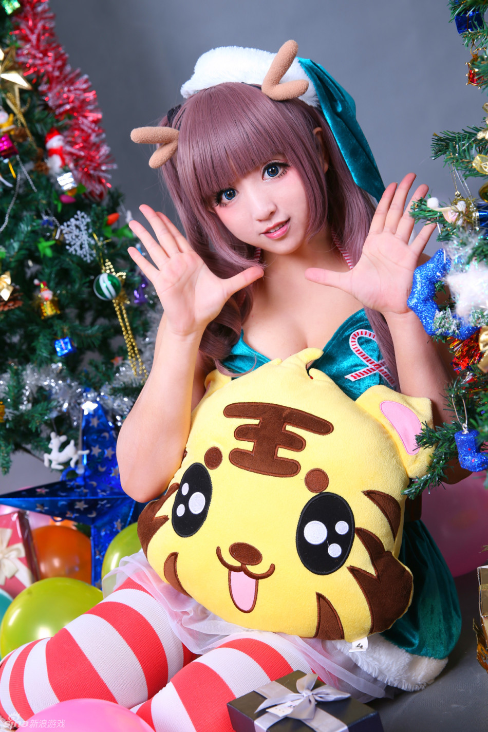 看游戏美女主播真人芭比夏川爱圣诞节萌系写真
