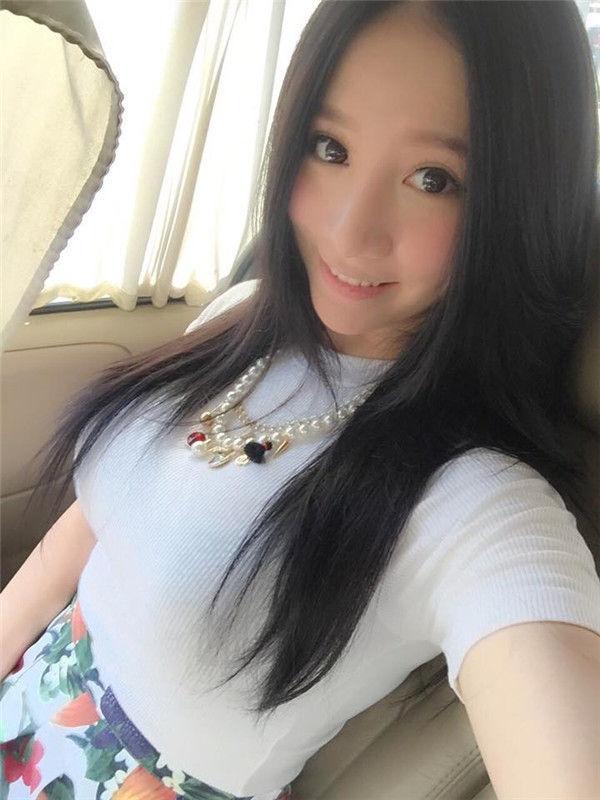 日前,她在instagram中放出了一组扮演东方不败的照片,让粉丝喊酷!图片