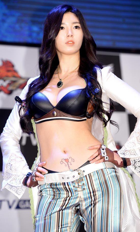 韩国游戏代言女模被疑隆胸 晒胸部X光片证真假