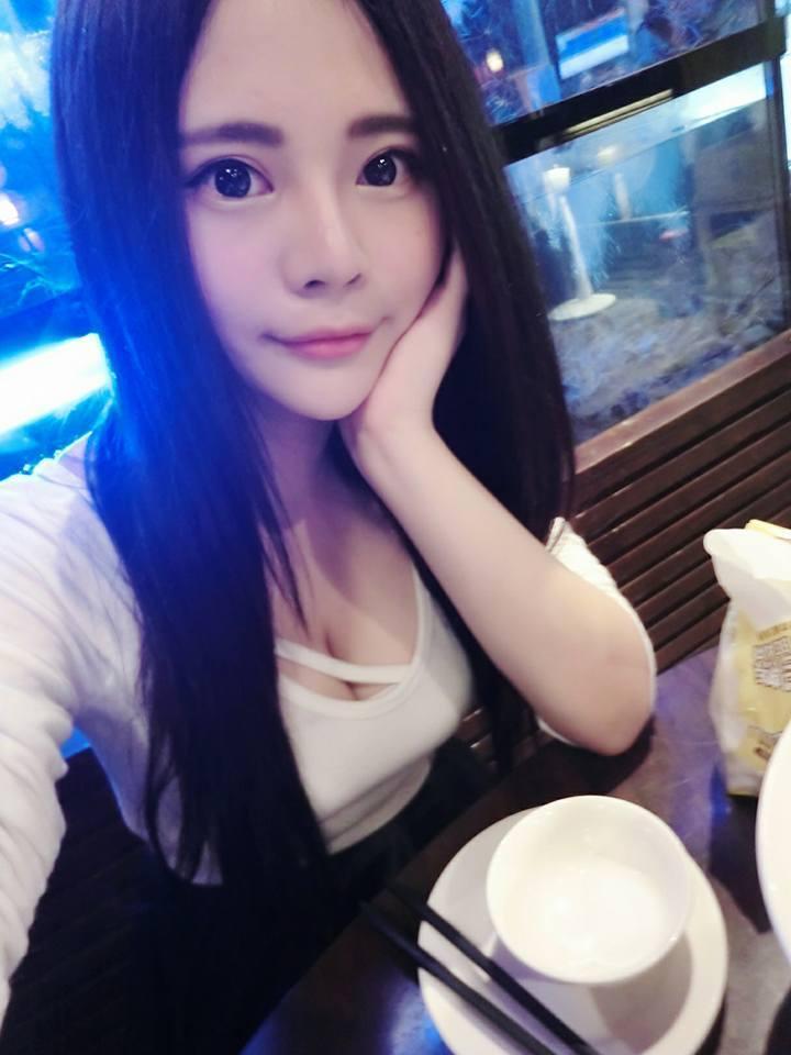 台湾美女玩家遭出卖自拍照流出_台湾最胸女 玩家  脸书po照超美