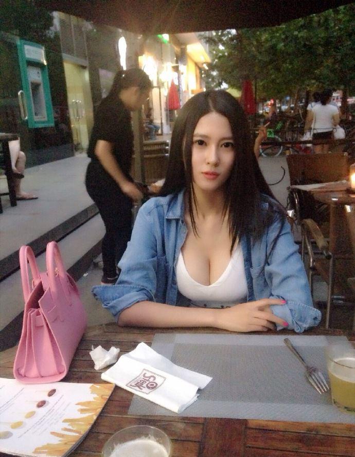 美女模特钟鹿纯
