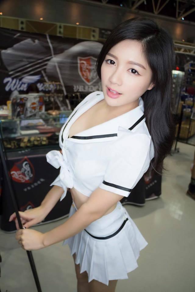 正妹拍摄游戏广告 巨乳抢镜