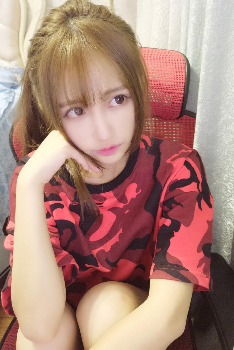 人美歌甜萌萌哒 炉石主播丸子cos性感女仆(13)