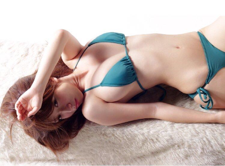 11区超胸狠美少女清水爱里写真女优美好肉体