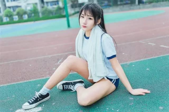 優雅 (10)  2016年11月10日 14:34 今天要為大家介紹的是一位17歲的高中生妹子優雅。優雅是一位coser,也是一名主播,別看她今年才17歲,卻有著逆天的長腿。優雅妹子平時喜歡LOL,也喜歡玩cosplay。 評論 5401568