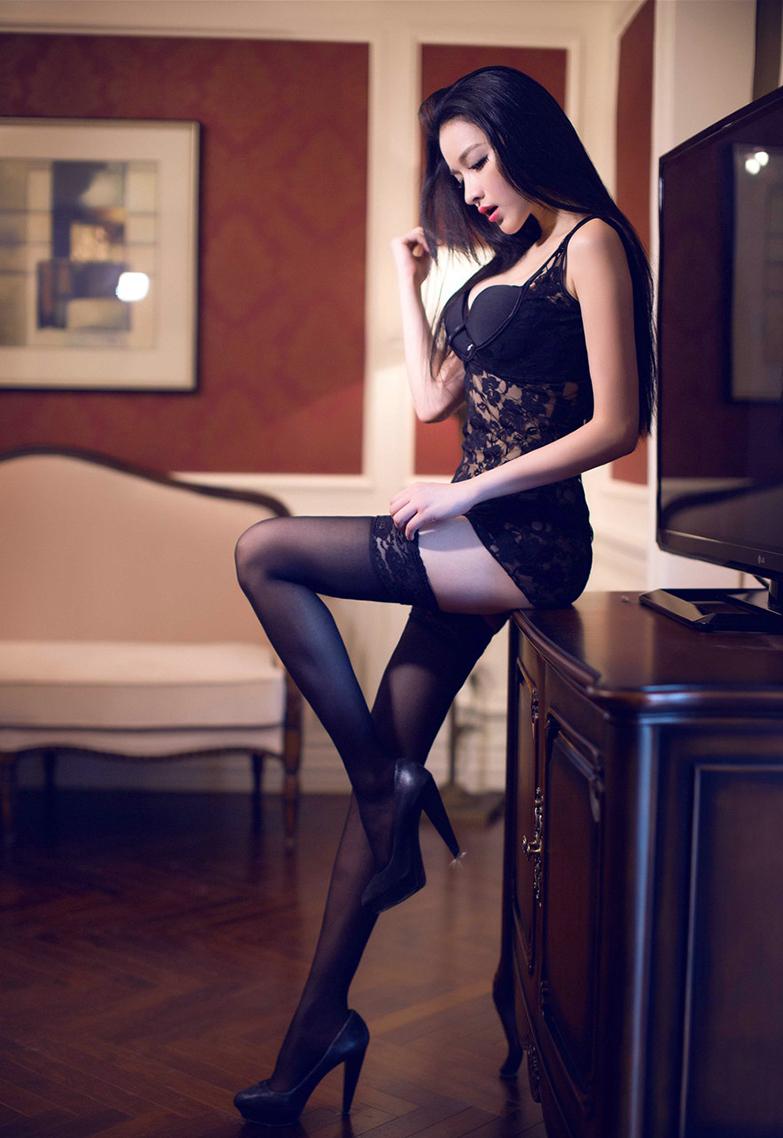 長腿絲襪正妹的絕對領域誘惑