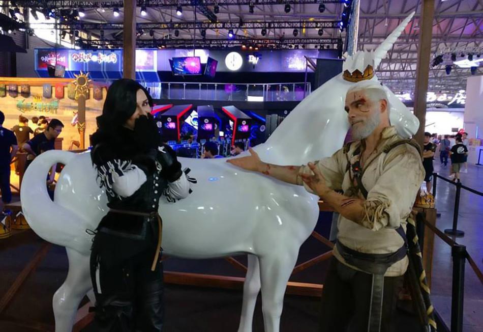超強cosplay:巫師傑洛特的一家